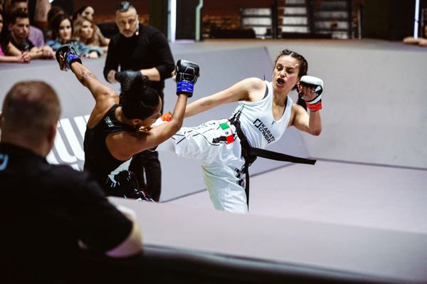 Fabiola Esquivel KO's Ana Villanueva at Karate Combat Season 3 Event 8