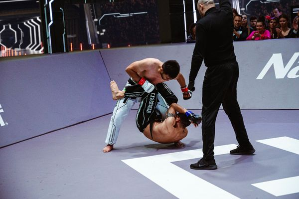 Alberto Ramirez finds himself downed vs Ikboljon Uzakov