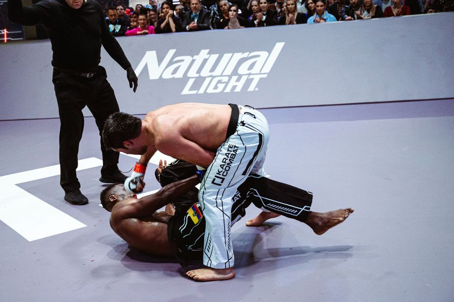 Shahin Atamov delivers ground-and-pound to Franklin Mina