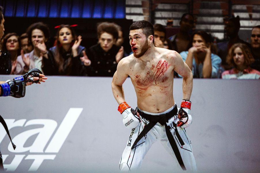 Kamariddin Hasanov wears a veil of blood in his Karate Combat fight versus Jesus Lopez